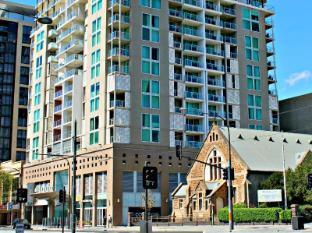 North Terrace – Adelaide DressCircle Apartments