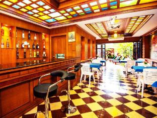 Renoir Boutique Hotel Phuket - bar/salon