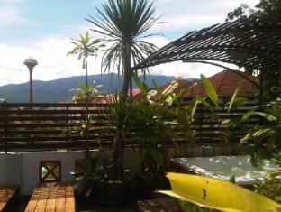 Junior Guesthouse Chiang Mai - Hotellet udefra