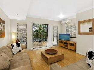 Manly Surfside Holiday Apartments Sydney - Pine Court