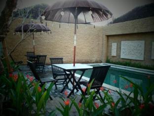 Bagus Hayden Hotel Bali - Piscina