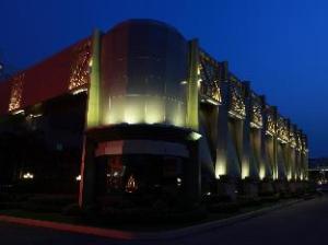 אודות Holiday Palace Casino & Resort (Holiday Palace Casino & Resort)