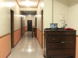 picture 5 of White Dahlia Apartelle