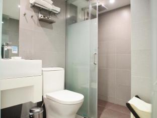 Hotel LBP Hong Kong - Bathroom