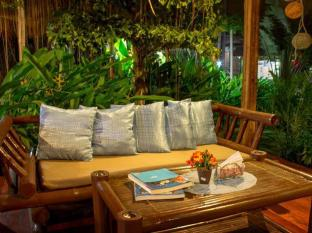 Chill-out Guesthouse Panglao Panglao Island - Lounge and restaurant area