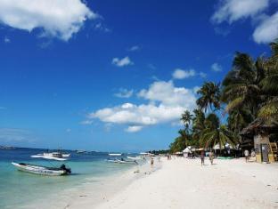 Alona Studios Hotel Panglao Island - Strand
