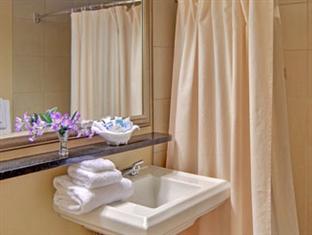 Wyndham Garden Hotel- Newark Airport Newark (NJ) - Bathroom