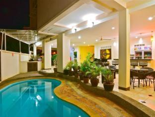 Squareone Phuket - Uima-allas