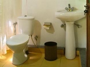 Morjim Breeze Resort North Goa - Bathroom