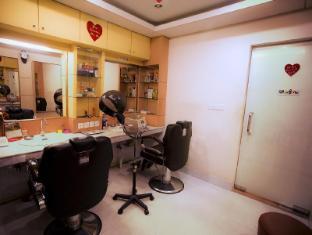 Hotel 71 Dhaka - 71 Mens Salon