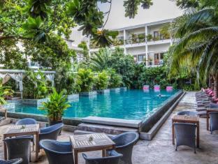 The Plantation Urban Resort and Spa Phnom Penh - Main swimming pool