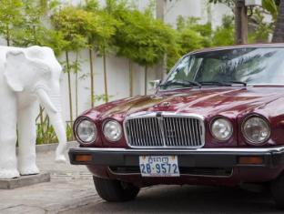 The Plantation Urban Resort and Spa Phnom Penh - Jaguar pick-up
