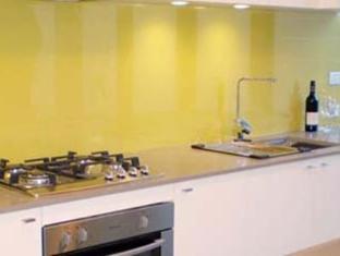 Golden Grove Hotel B&B Sydney - Suite Kitchen