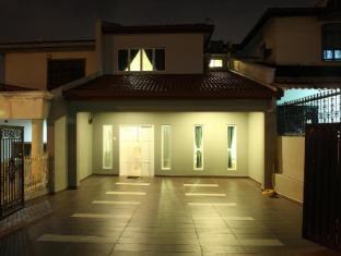 Leisure Home Stay @ Taman Segar
