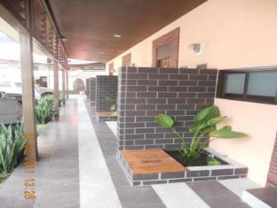 Thana Villa Phuket - Tampilan Luar Hotel