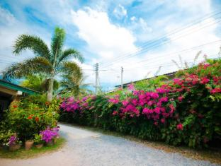 Panpen Bungalow Phuket - Surroundings