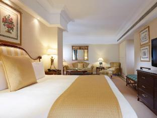 Crowne Plaza Dubai Dubai - master bedroom of Presidential Suite