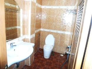 Hi Land Hotel Phnom Penh - Bathroom