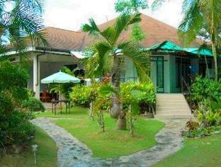 Panglao Tropical Villas Panglao Island - Pathway to the Rooms