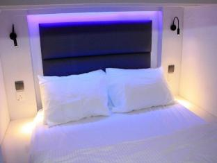Wink Hostel Singapore - Pods Page - Mixed Doubles
