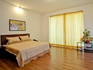 Breeze Apartment Colombo - 3 Bedroom Apartment Master bedroom