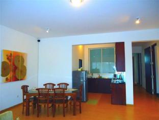 Breeze Apartment Colombo - Apartment Dining Area