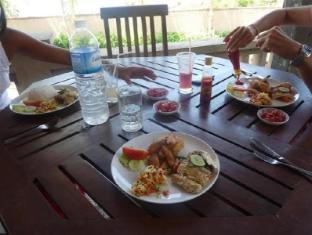 아누게라 빌라 아메드 발리 - 식당