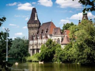 City Center Guesthouse Hotel Budapest - Vajdahunyad Castle