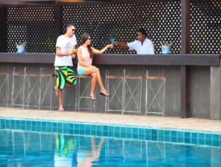 Jetwing Lagoon Negombo - Pool Side Bar