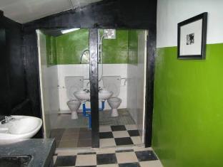 Traveller Homestay Kuching - Bathroom