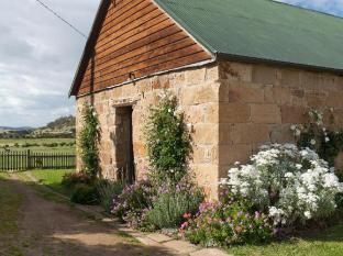 Daisy Bank Cottages Hobart - Outside Family Cottage