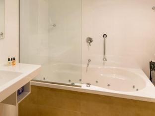Daisy Bank Cottages Hobart - Bathroom