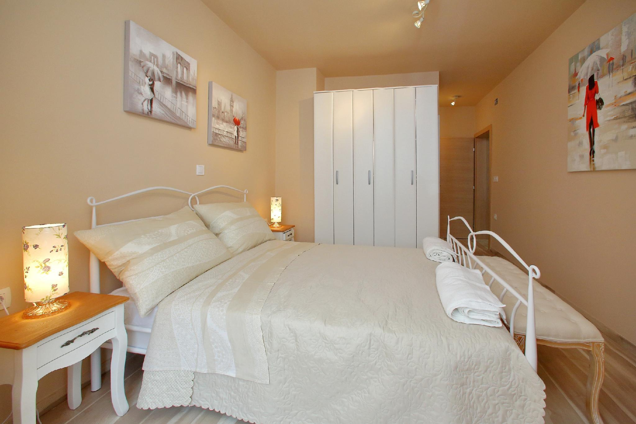 Few Steps From The Center  Apartment For 4 Persons