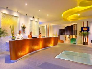 HARRIS Hotel & Residences Sunset Road Bali - Empfangshalle