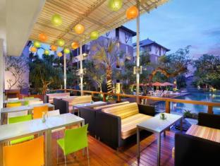 HARRIS Hotel & Residences Sunset Road Bali - Café