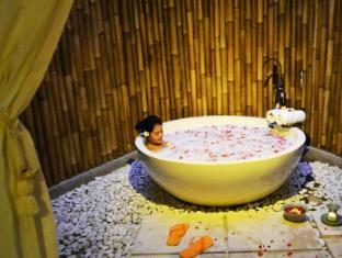 HARRIS Hotel & Residences Sunset Road Bali - Spa