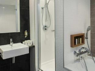 DoubleTree by Hilton Hotel Amsterdam Centraal Station Amsterdam - Bathroom