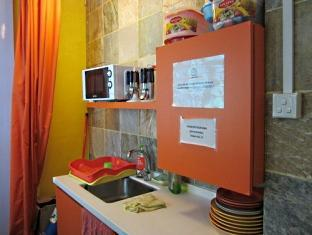 A Beary Good Hostel Singapore - Shared Kitchenette