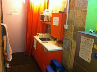 A Beary Good Hostel Singapore - Dish Washing Area