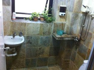 A Beary Good Hostel Singapore - Bathroom