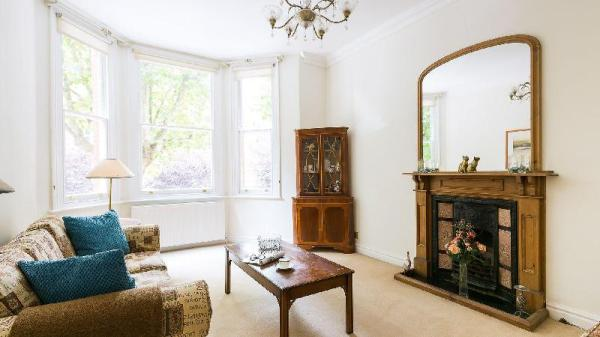 Traditional, Warm 1BR Flat in Maida Vale London