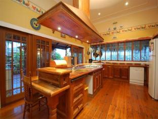 Franklin Villa Brisbane - Kitchen area