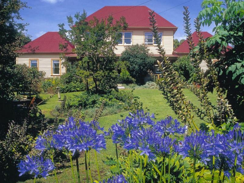 Redcliffe House Colonial Accommodation