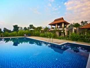 Palm Spa Village Resort