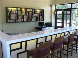Silver Sands Hideaway Hotel North Goa - Pool Deck Bar