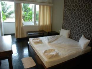 Sea Garden Hotel Negombo - Standard Rooms