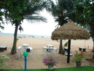 Sea Garden Hotel Negombo - Beach