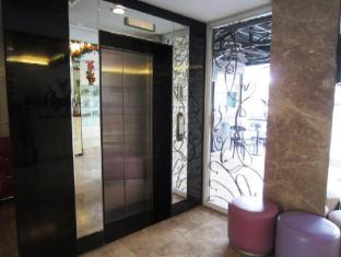 Goldberry Suites & Hotel Мактан Айленд - Фойє