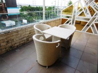 Goldberry Suites & Hotel Mactan Island - Suite Balcony