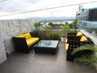 Goldberry Suites & Hotel Мактан Айленд - Балкон/Тераса